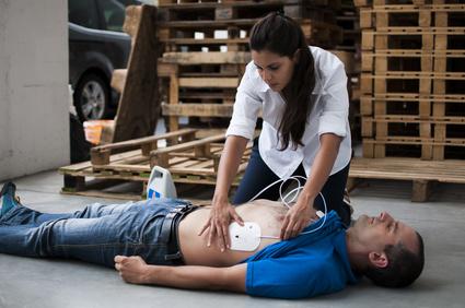 Utilisation d'un défibrillateur par tous